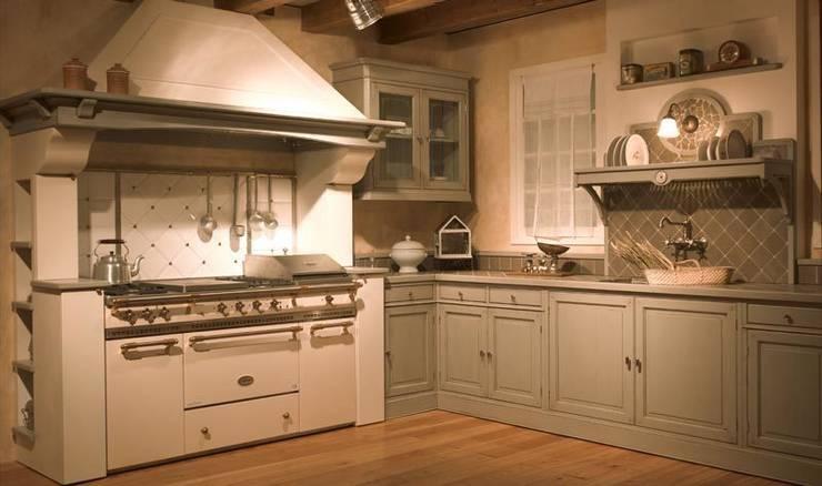 Lacanche Fontenay en color marfil: Cocina de estilo  de Gamahogar