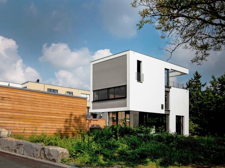 Doppelhaushälfte WI10  über dem Kessel : moderne Häuser von Schiller Architektur BDA