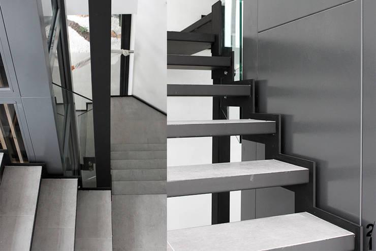 Villa N 03: Couloir et hall d'entrée de style  par 2&1