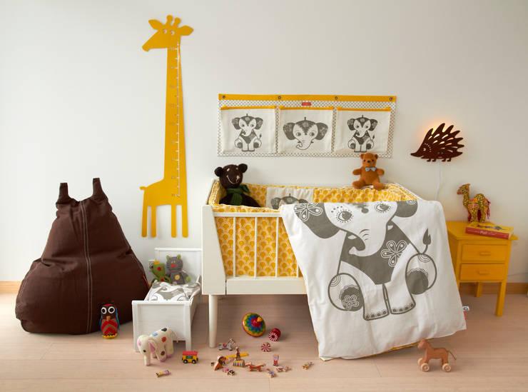 Mooie meisjeskamers van Roommate: scandinavische Kinderkamer door Felientje