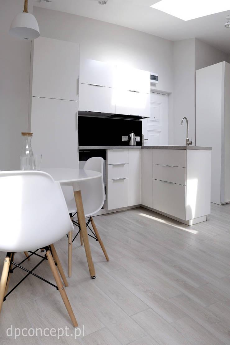 Jadalnia przy aneksie kuchennym: styl , w kategorii Kuchnia zaprojektowany przez DP Concept,Skandynawski