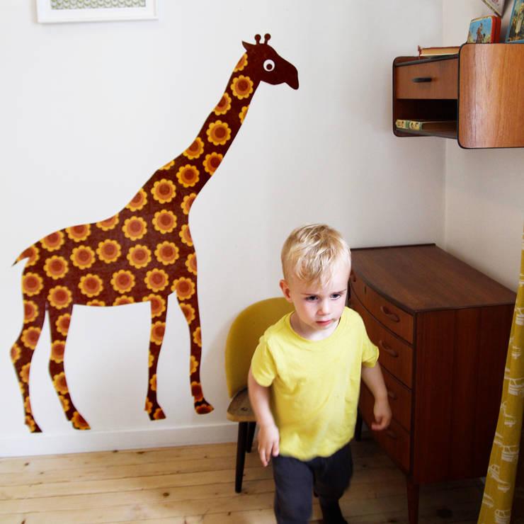 Hippe Scandinavische meisjeskamer:  Kinderkamer door Felientje