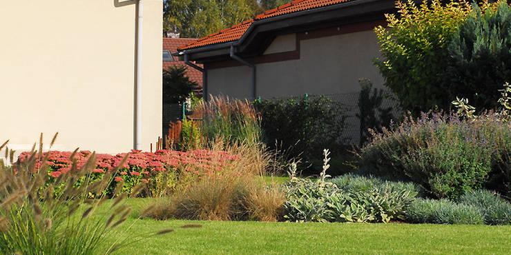byliny: styl , w kategorii  zaprojektowany przez Autorska Pracownia Architektury Krajobrazu Jardin