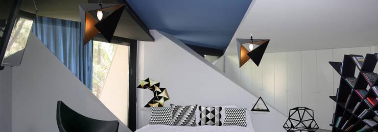 Dormitorios de estilo  por LOWDECOR