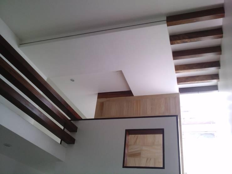 casa 329: Pasillos y recibidores de estilo  por Hussein Garzon arquitectura
