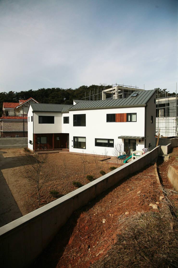 은하수가 (Eunhasoo House): 삼간일목 (Samganilmok)의  주택