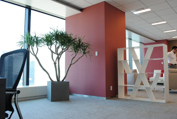 インテリアグリーン ドラコ: スタイル・モダンが手掛けた勉強部屋/オフィスです。