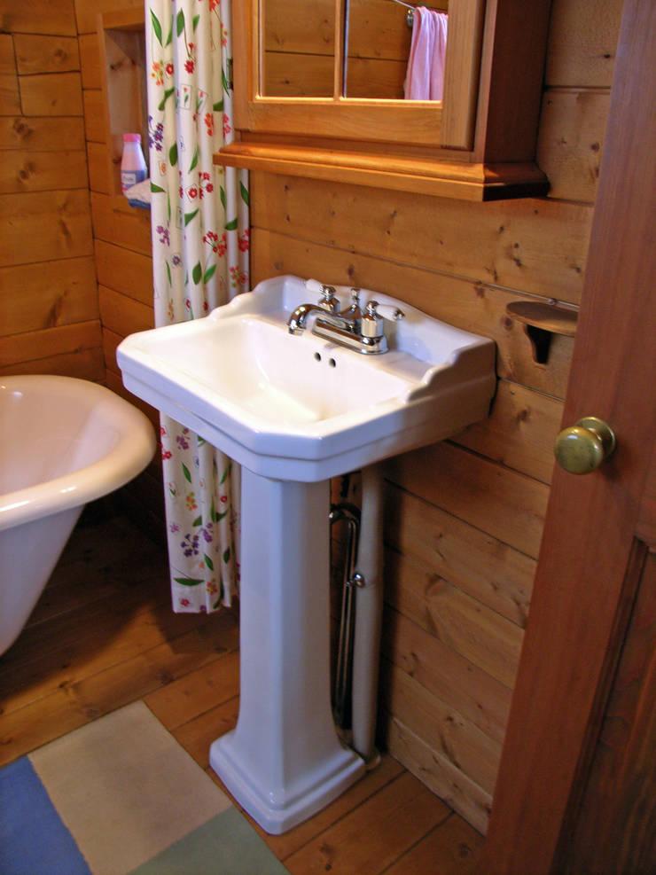 ห้องน้ำ by Cottage Style / コテージスタイル