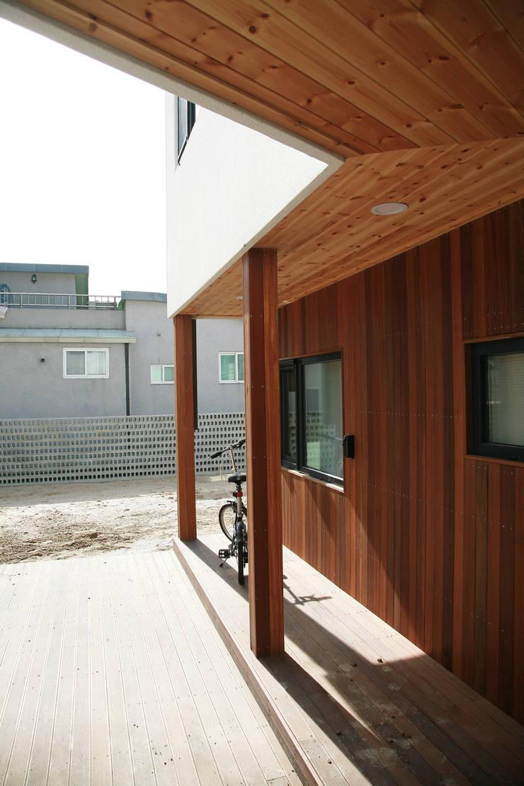 은하수가 (Eunhasoo House): 삼간일목 (Samganilmok)의  베란다
