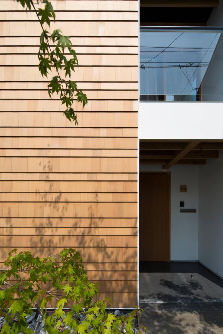街道沿いの家: TRANSTYLE architectsが手掛けた家です。,モダン