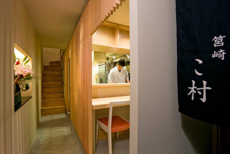 厨房、カウンター: 株式会社 斎藤政雄建築事務所が手掛けた廊下 & 玄関です。