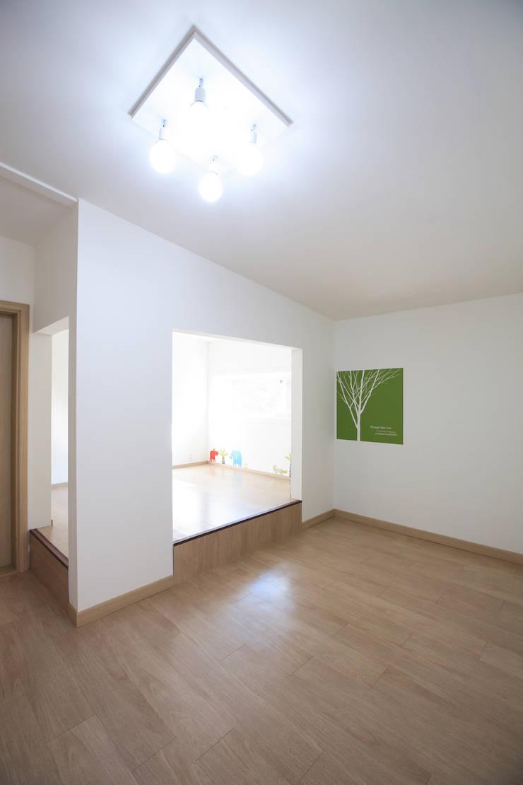 가족객실: 주택설계전문 디자인그룹 홈스타일토토의  침실,모던