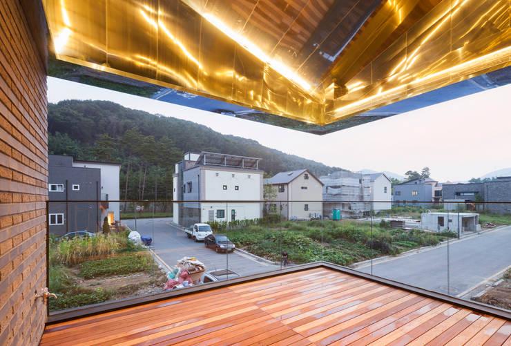 Ruang Keluarga by JOHO Architecture