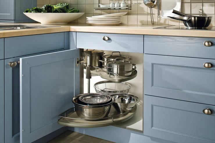 """Landhausküche """"Bristol achatblau"""": landhausstil Küche von Dick Küchen"""