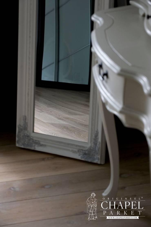 Dębowa podłoga Chapel Parket, kolor Wieczny biały: styl , w kategorii Salon zaprojektowany przez Chapel Parket Polska