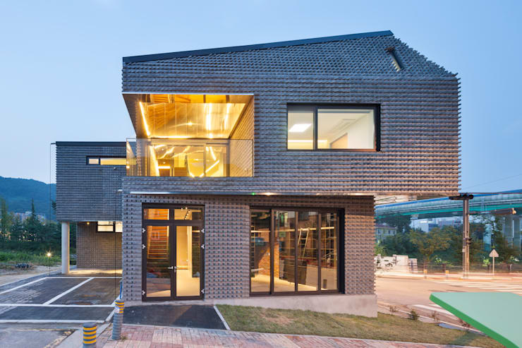 Scale-ing House: JOHO Architecture의  주택