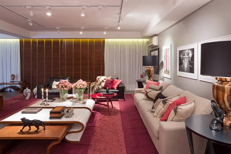 Living: Salas de estar  por Arina Araujo Arquitetura e Interiores,