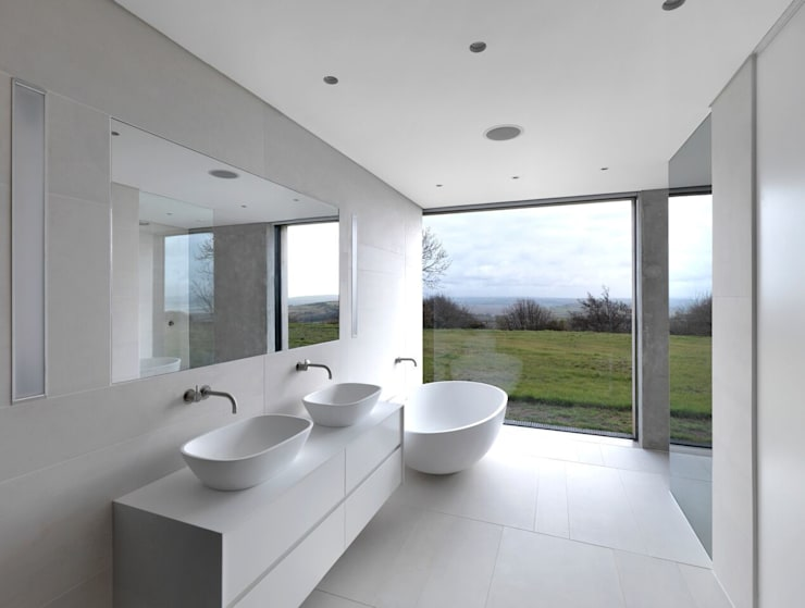 Bathroom by LOYN+CO ARCHITECTS