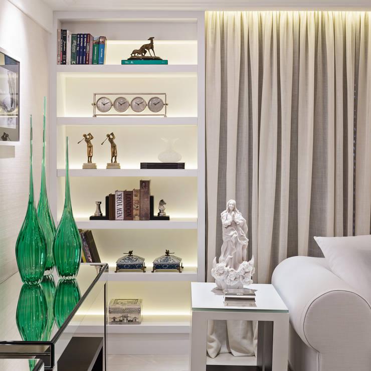 Living Salas de estar modernas por Arina Araujo Arquitetura e Interiores Moderno