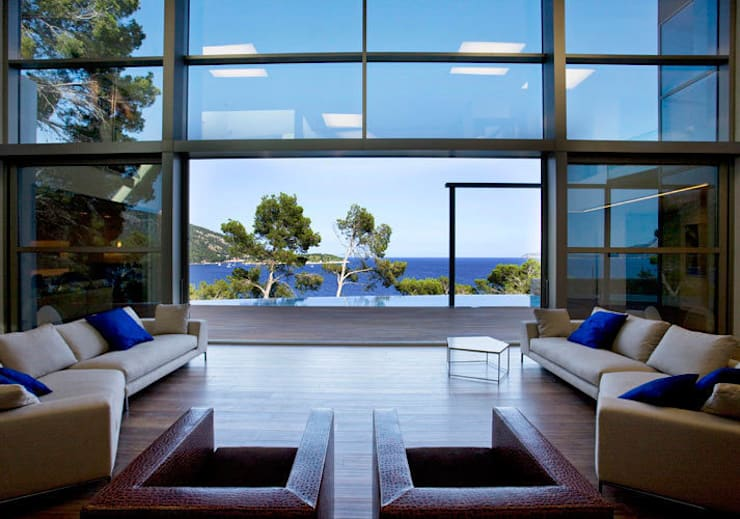 Formentor. Mallorca: Salones de estilo moderno de Alibaz Inversiones