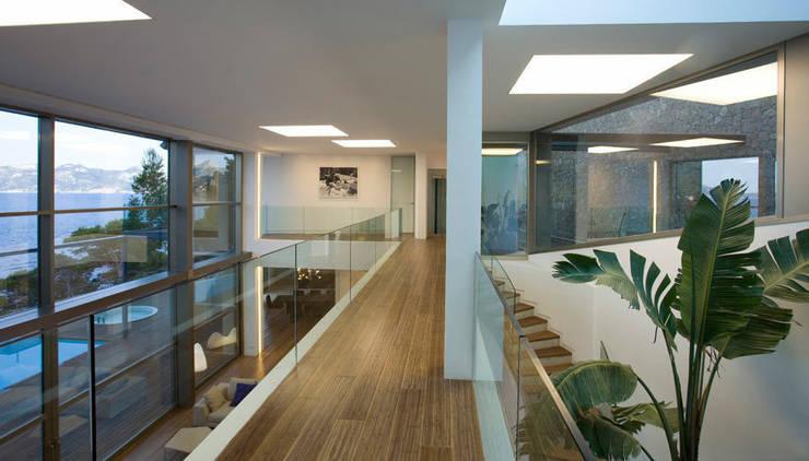 Pasillos y recibidores de estilo  por Alibaz Inversiones