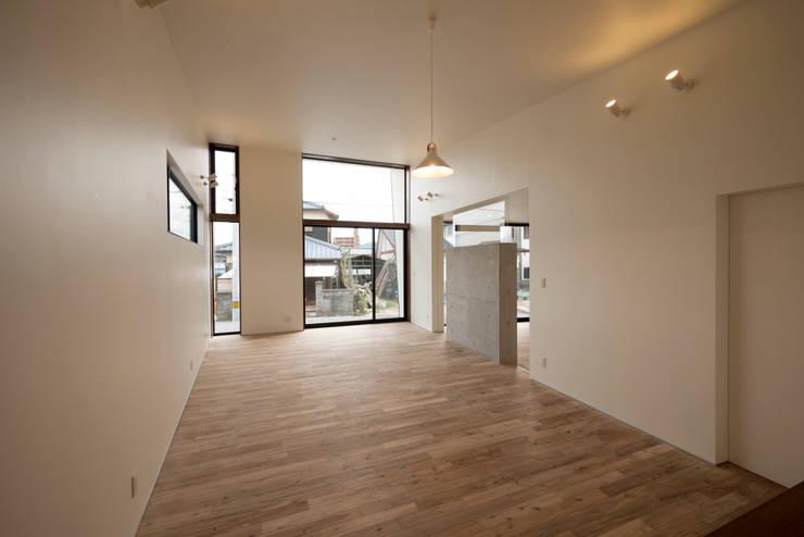 桜ヶ丘の家: 有限会社MuFFが手掛けた和室です。