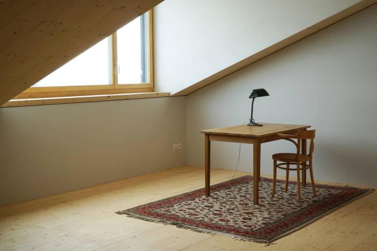Studeerkamer/kantoor door smarch-Mathys&Stücheli
