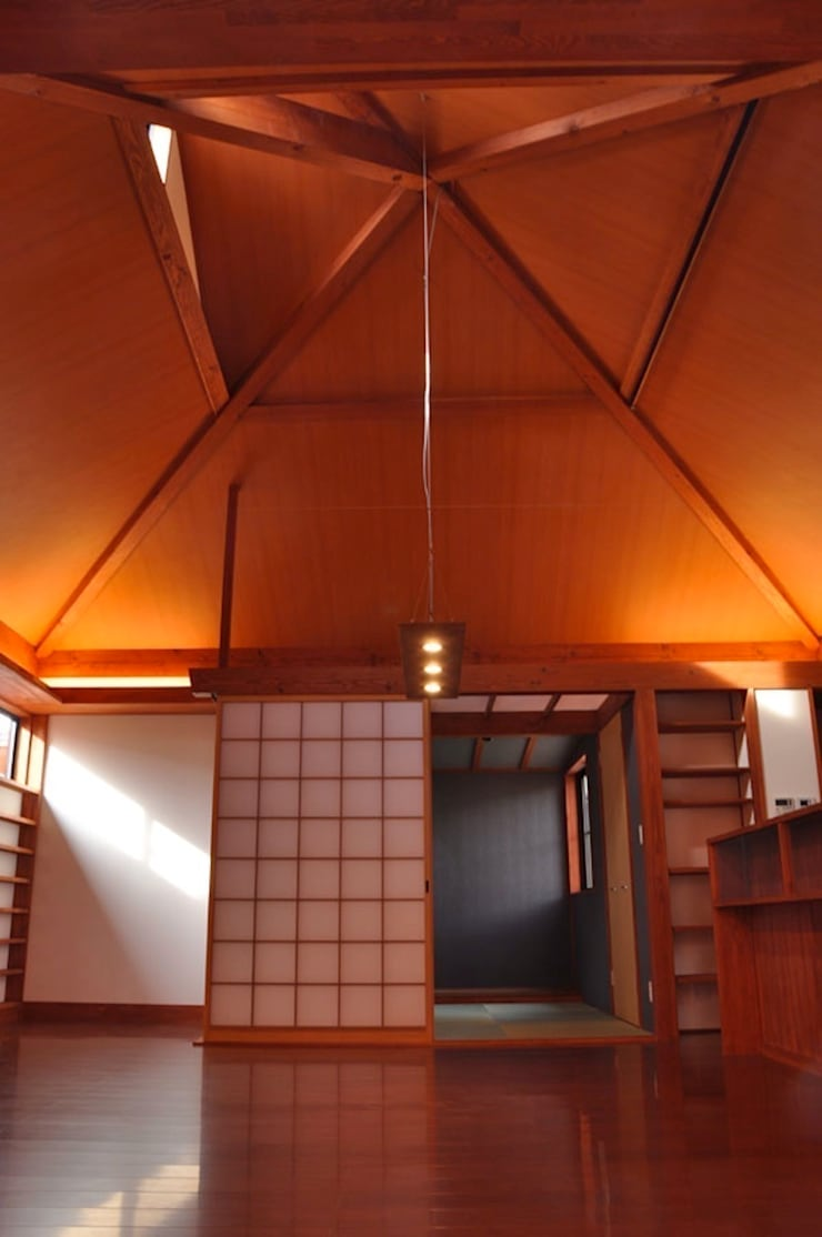 大空間: 株式会社一級建築士事務所ジオプラスが手掛けたダイニングです。
