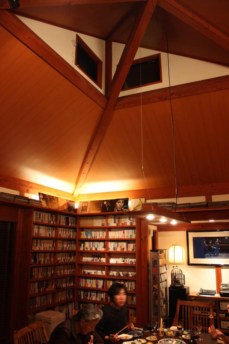 ハイサイドライト: 株式会社一級建築士事務所ジオプラスが手掛けたダイニングです。
