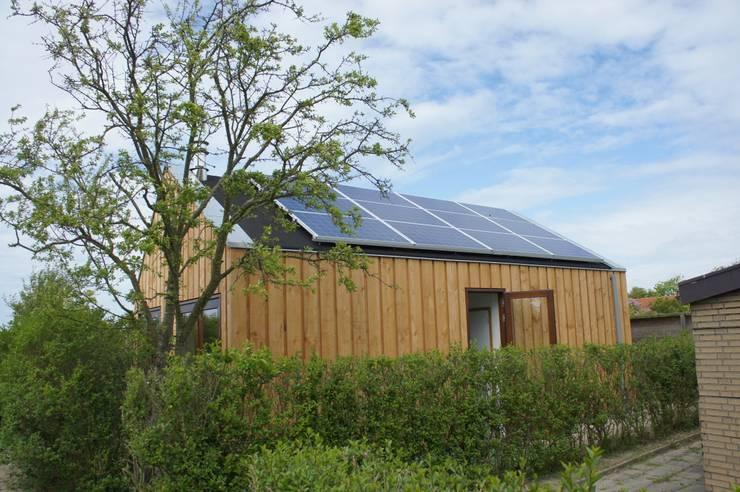 Vakantiehuisje Egmond:  Huizen door SJO-architecten, Modern
