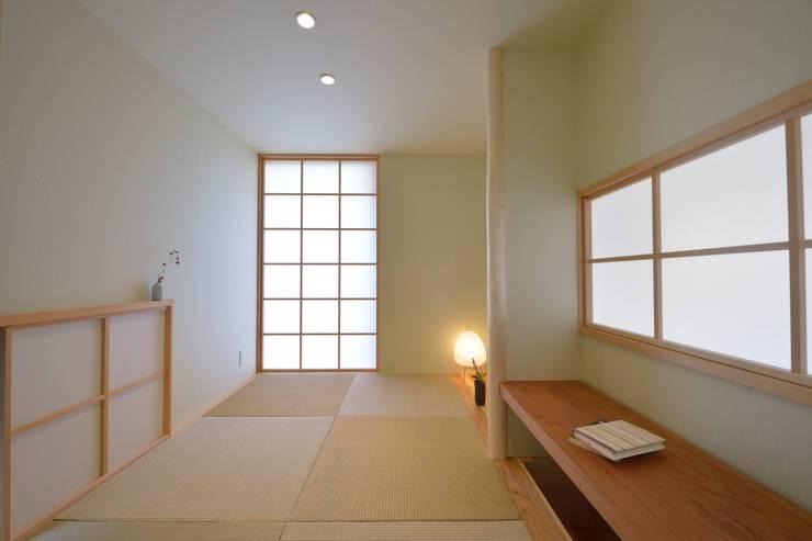 三畳の籠れ和室: 株式会社北村建築工房が手掛けた和室です。