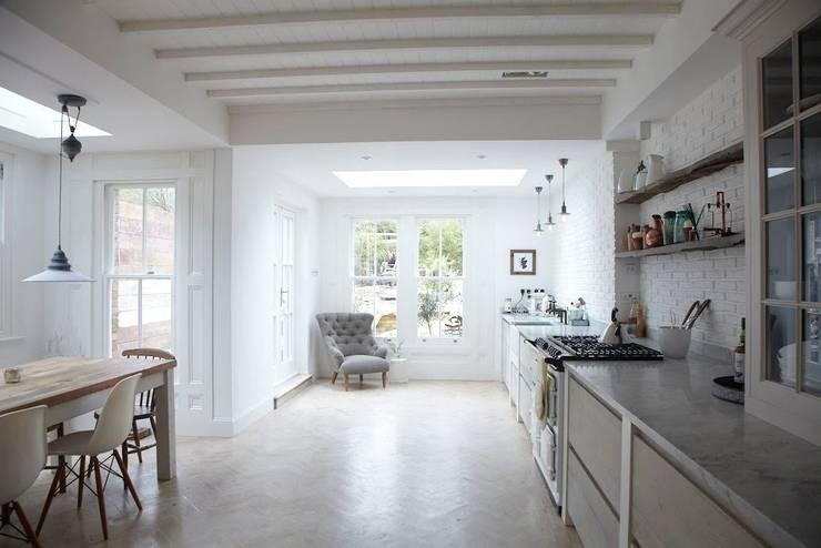 Rear Extension:  Kitchen by Oakman