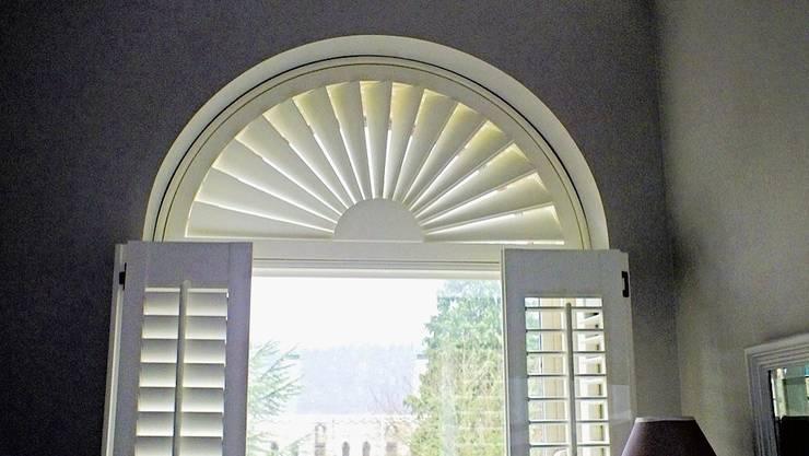 Puertas y ventanas de estilo moderno por NEAT PLEAT