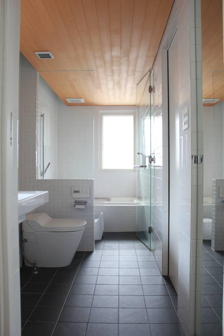 iie design モデルハウス: 一級建築士事務所 iie designが手掛けた浴室です。