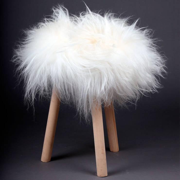 Top Momoute poil long Blanche: Salon de style de style Moderne par FAB design