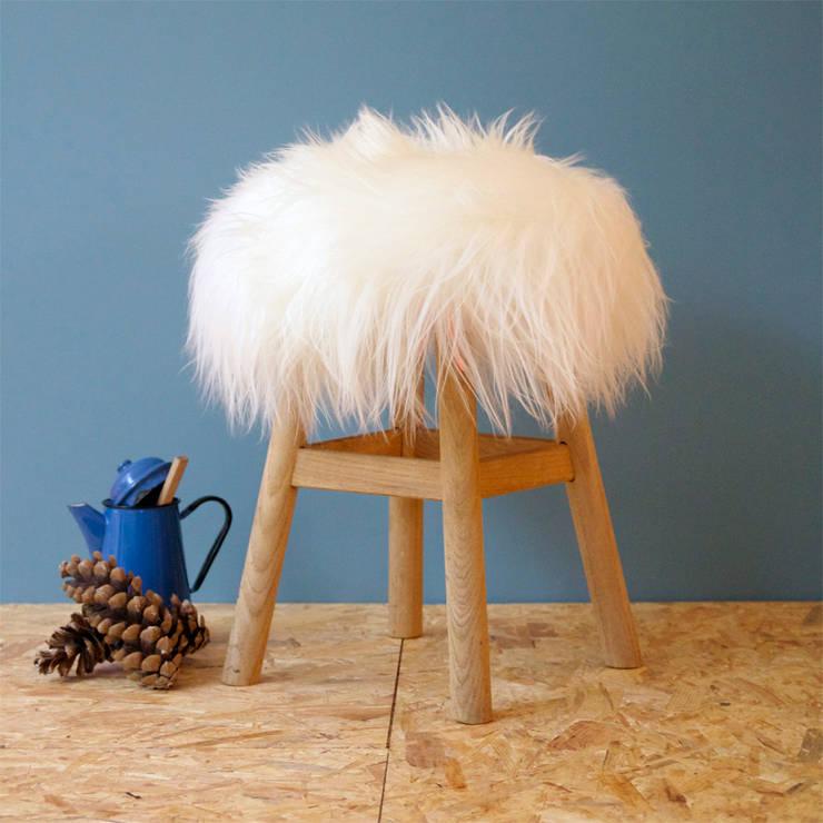 Top Moumoute poil long Blanche: Salon de style de style Moderne par FAB design