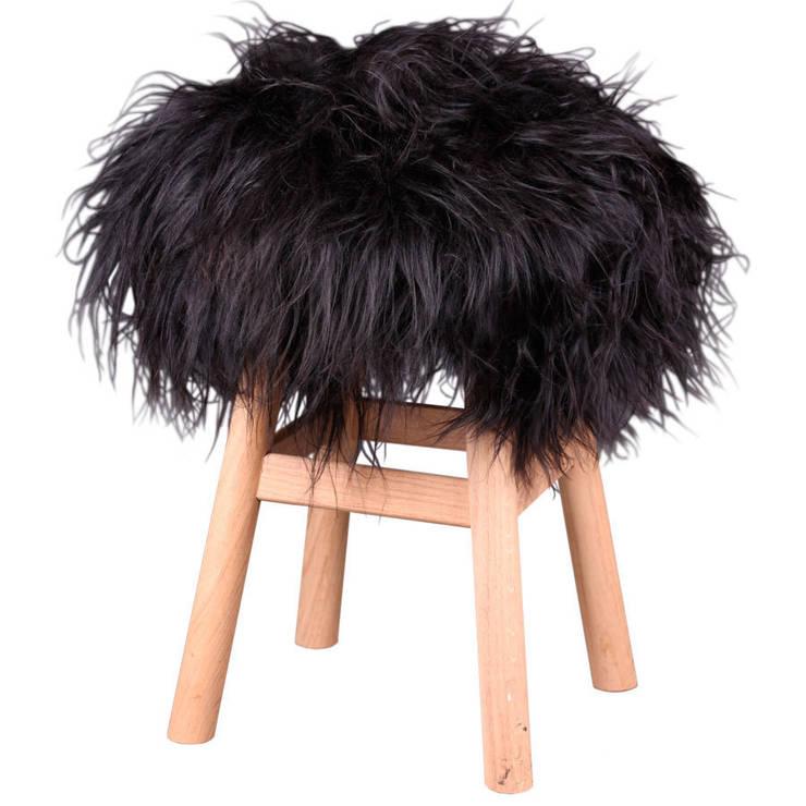 Top moumoute poil long Noire: Salon de style de style Moderne par FAB design