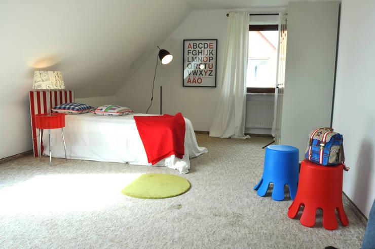 Home Staging Kinderzimmer: moderne Kinderzimmer von MK ImmoPromotion
