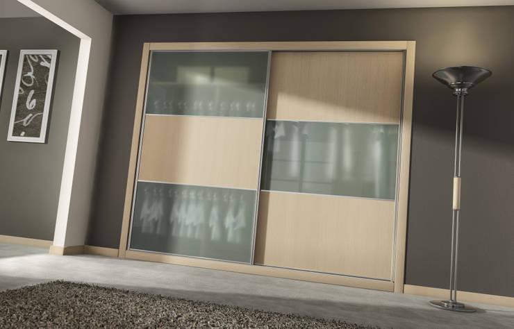 Dormitorios de estilo  por AstiDkora