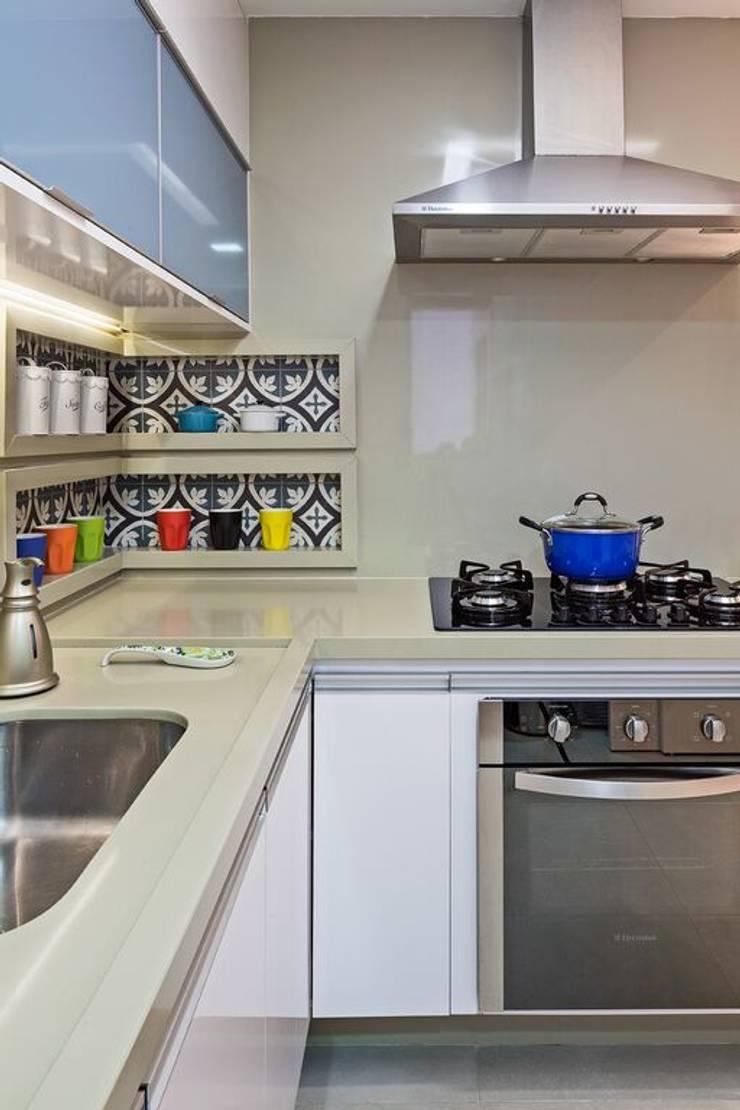 Cozinha Cozinhas modernas por Arina Araujo Arquitetura e Interiores Moderno