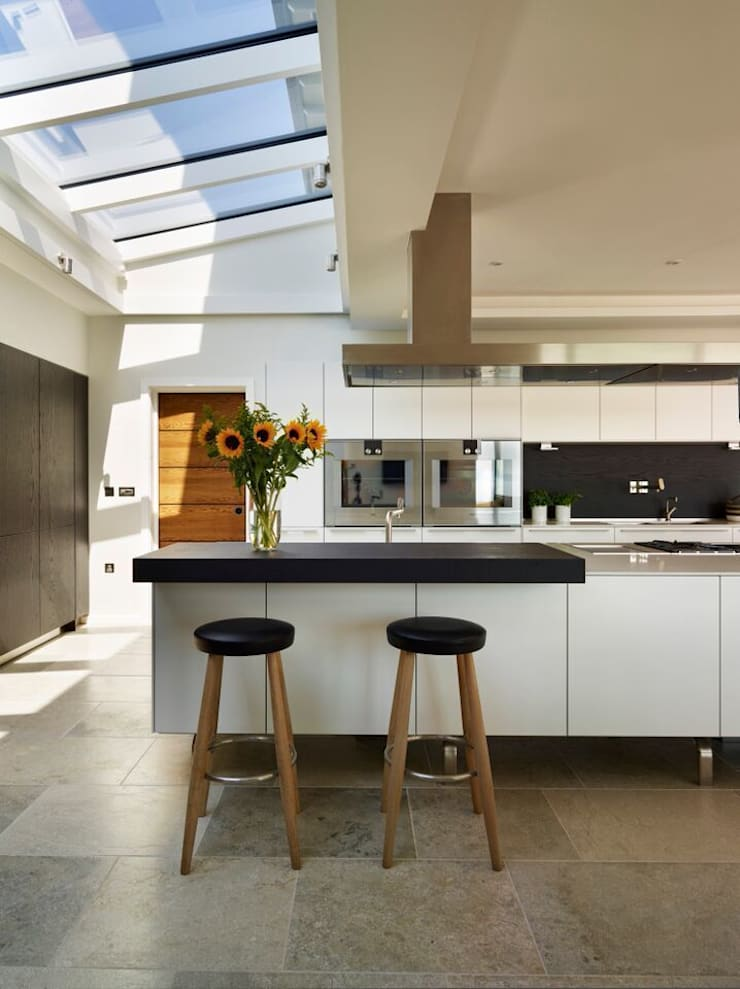 TORBAY :  Kitchen by Sapphire Spaces