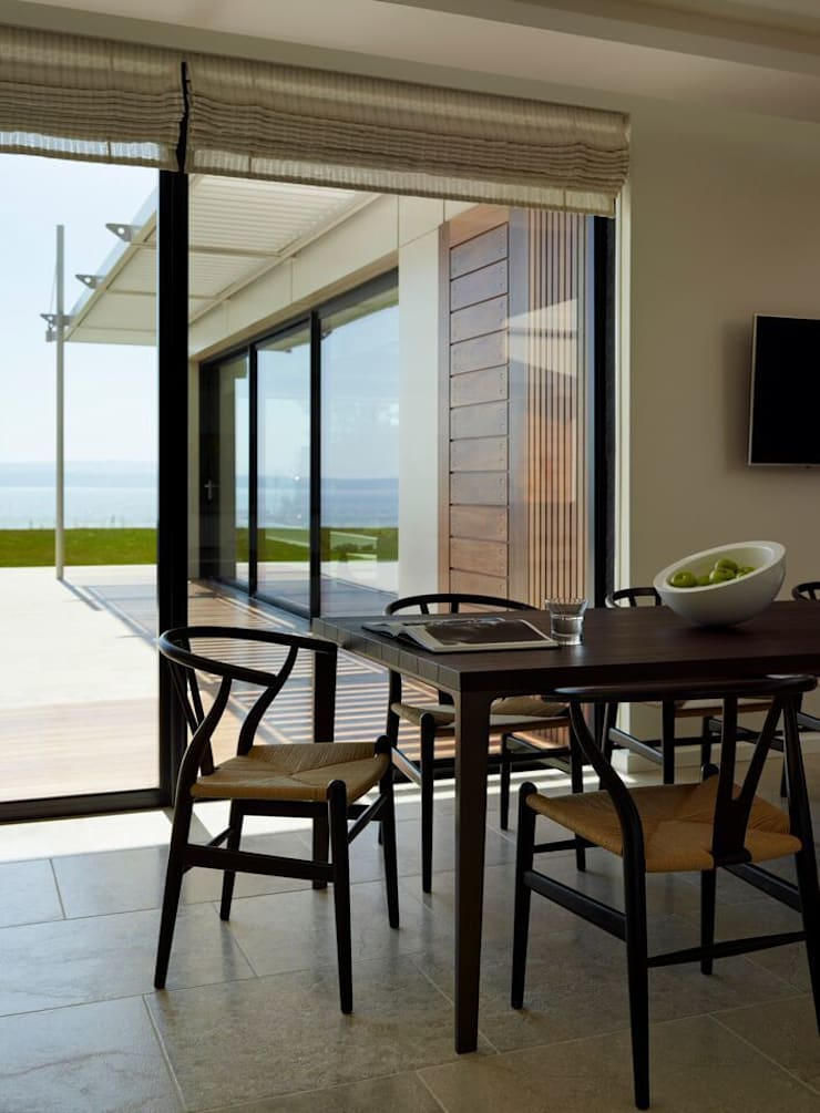 TORBAY :  Dining room by Sapphire Spaces