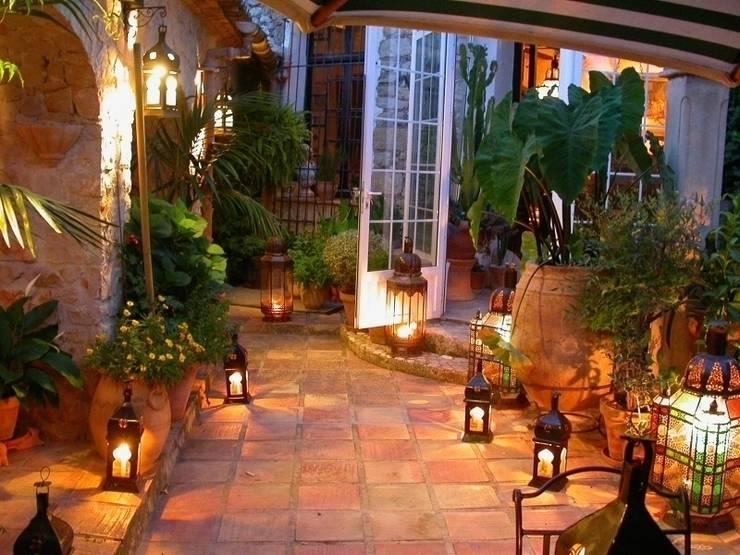 Giardino in stile in stile Rustico di Karma Properties