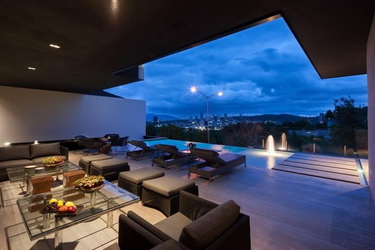 Casa CH: Albercas de estilo  por GLR Arquitectos
