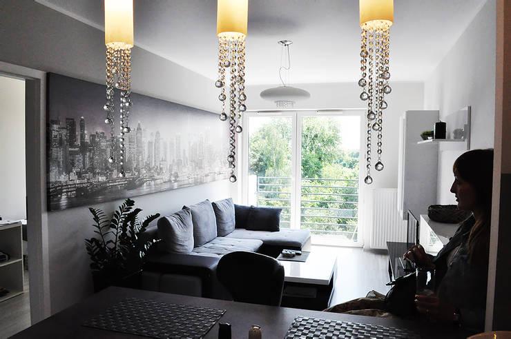 50 m2  DLA KAWALERA: styl , w kategorii Salon zaprojektowany przez Prusakowska Libera,