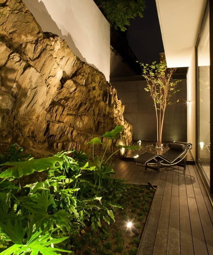 Modern style gardens by GLR Arquitectos Modern