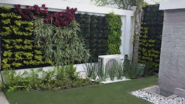 Muro Verde Residencial: Jardines de estilo  por InGarden