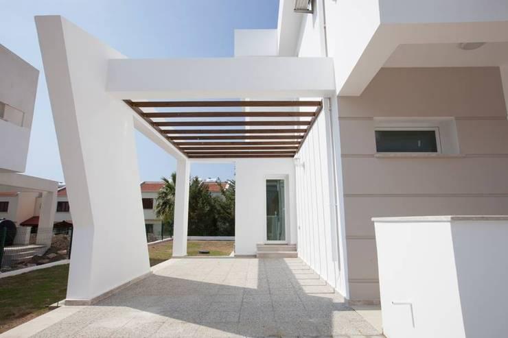 Projekty, klasyczne Domy zaprojektowane przez ÖZYALÇIN CONSTRUCTION