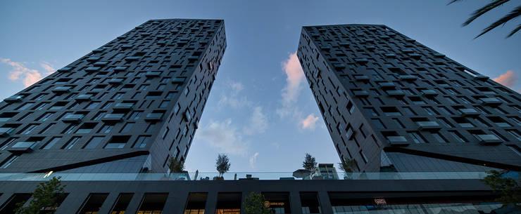 Houses by GLR Arquitectos, Modern