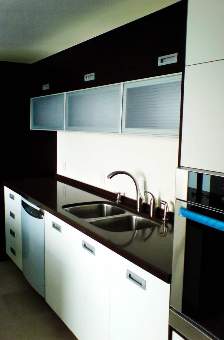 Casa Pedrregal : Cocinas de estilo  por Visual Concept / Arquitectura y diseño